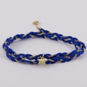 Bracelet croisé de fils de soie bleu dur et d'une étoile montée sur une chaîne plaqué or