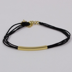 Bracelet cordon noir motif rectangle plaqué or