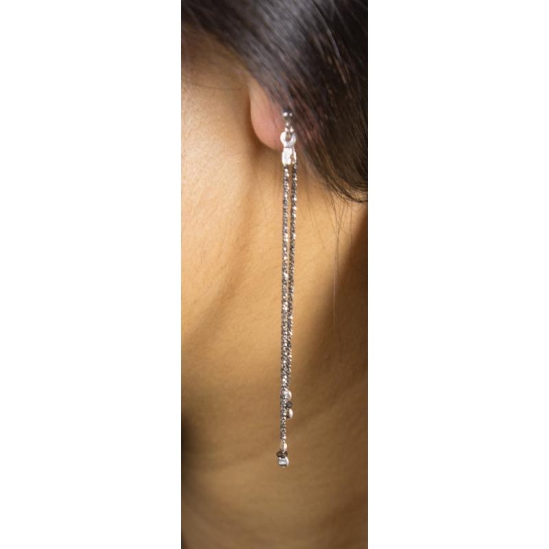 boucles d 39 oreilles chaine argent rhodiee petit diamant noir brut tandem black star mini diamant. Black Bedroom Furniture Sets. Home Design Ideas