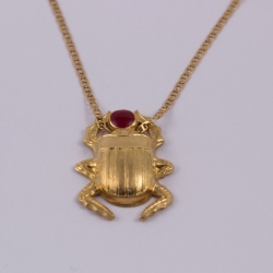 Collier scarabée bordeaux doré à l'or rose by Mélanie