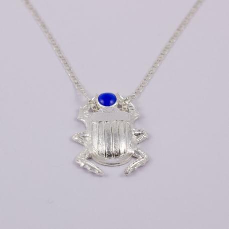 Collier scarabée bleu argenté by Mélanie