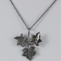 Collier feuille de lierre plaqué ruthenium by LFDM