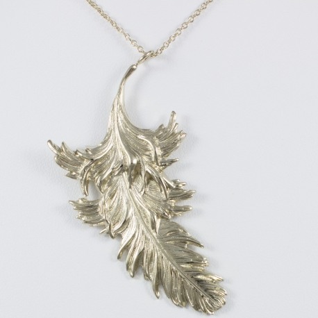 Collier plume plaqué or pâle by LFDM