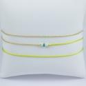 Bracelet triple tour modèle Dario perles akoya keshi et émeraude doré et lien vert pomme by LFDM Jewelry