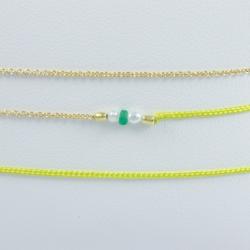 Bracelet triple tour modèle Dario perles akoya keshi et émeraude plaqué or et lien vert pomme by LFDM Jewelry