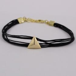 Bracelet cordon noir motif triangle plaqué or