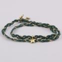 Bracelet tressé motif étoile avec des fils de soie vert et d'une chaîne plaqué or