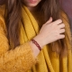 Bracelet entrelacé fils de soie bordeaux et chaîne plaqué or